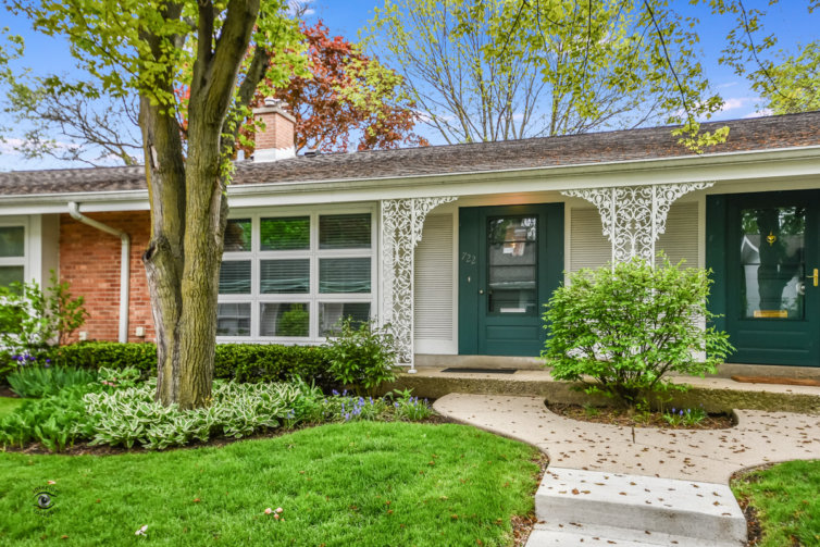 722 Carriage Hill Drive, Glenview, IL 60025